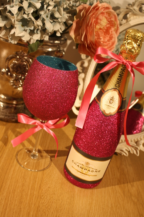 Glittery Wine, Champagne, Prosecco or Cava and Two-Tone Glass Gift Pack