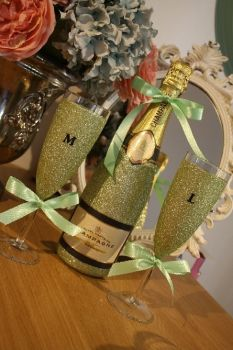 Glittery Wine, Champagne, Prosecco or Cava and Two Initialled Champagne Flutes Gift Pack