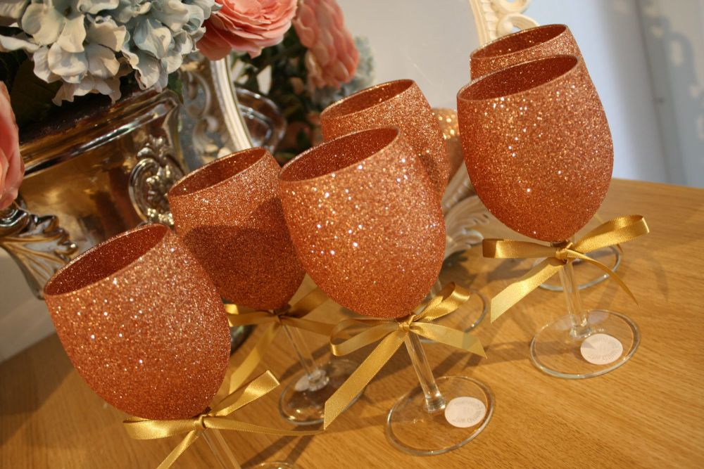 Set of 6 Standard Wine Glasses - Drinky Bit