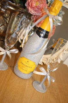 Glittery Wine, Champagne, Prosecco or Cava and Two Champagne Flutes Gift Pack