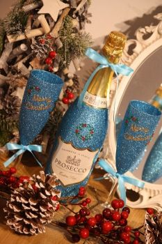 "Classic Pair of ""Merry Christmas"" Glasses with a Bottle"