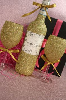 Glittery Wine, Champagne, Prosecco or Cava and Two Standard Wine Glasses Gift Pack