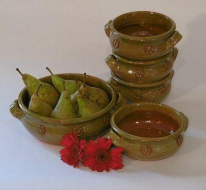six cooking pots green