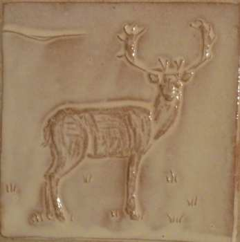 facing deer tile