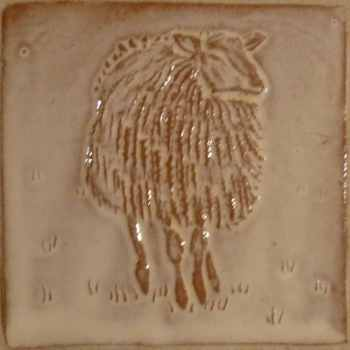 facing sheep tile