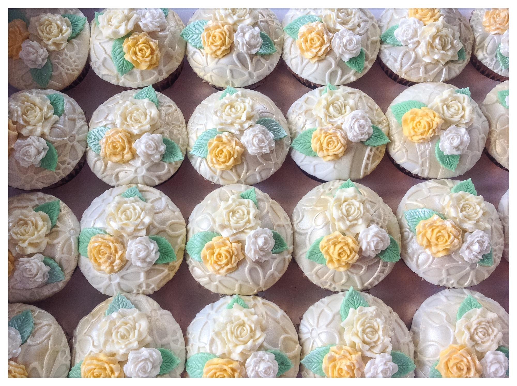 Vintage gold rose cupcakes