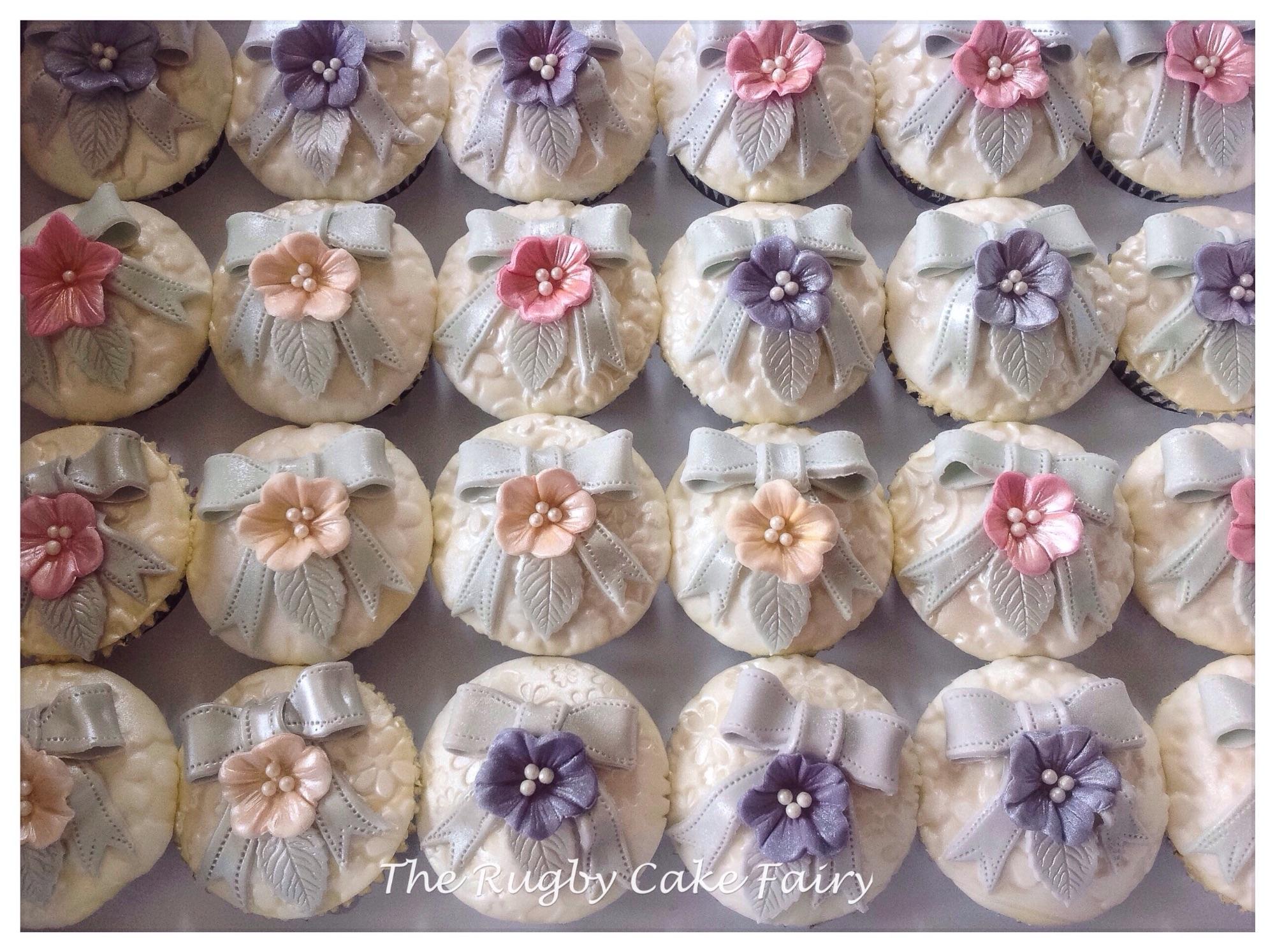 Silver bow cupcakes