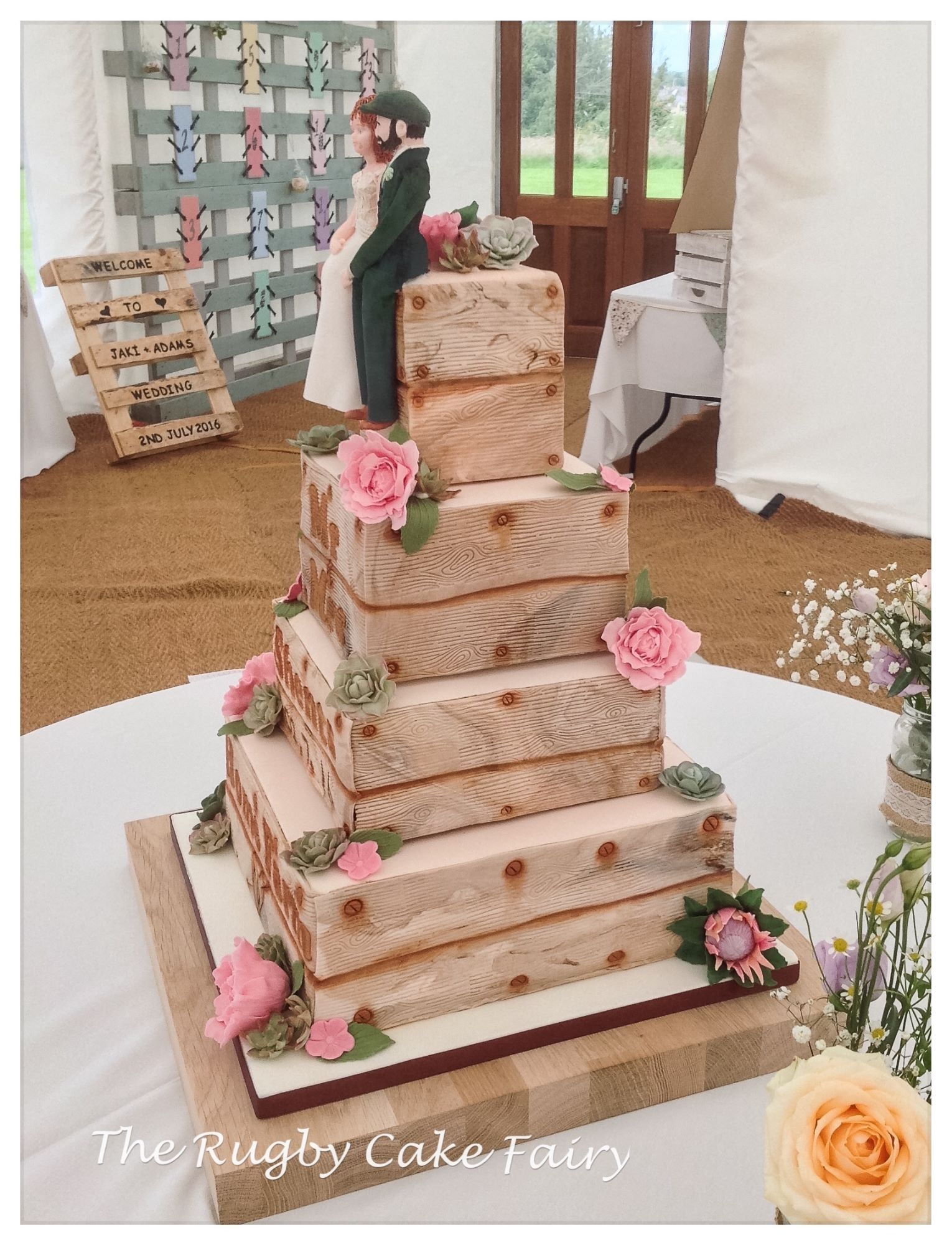 lemon crate wedding cake side image