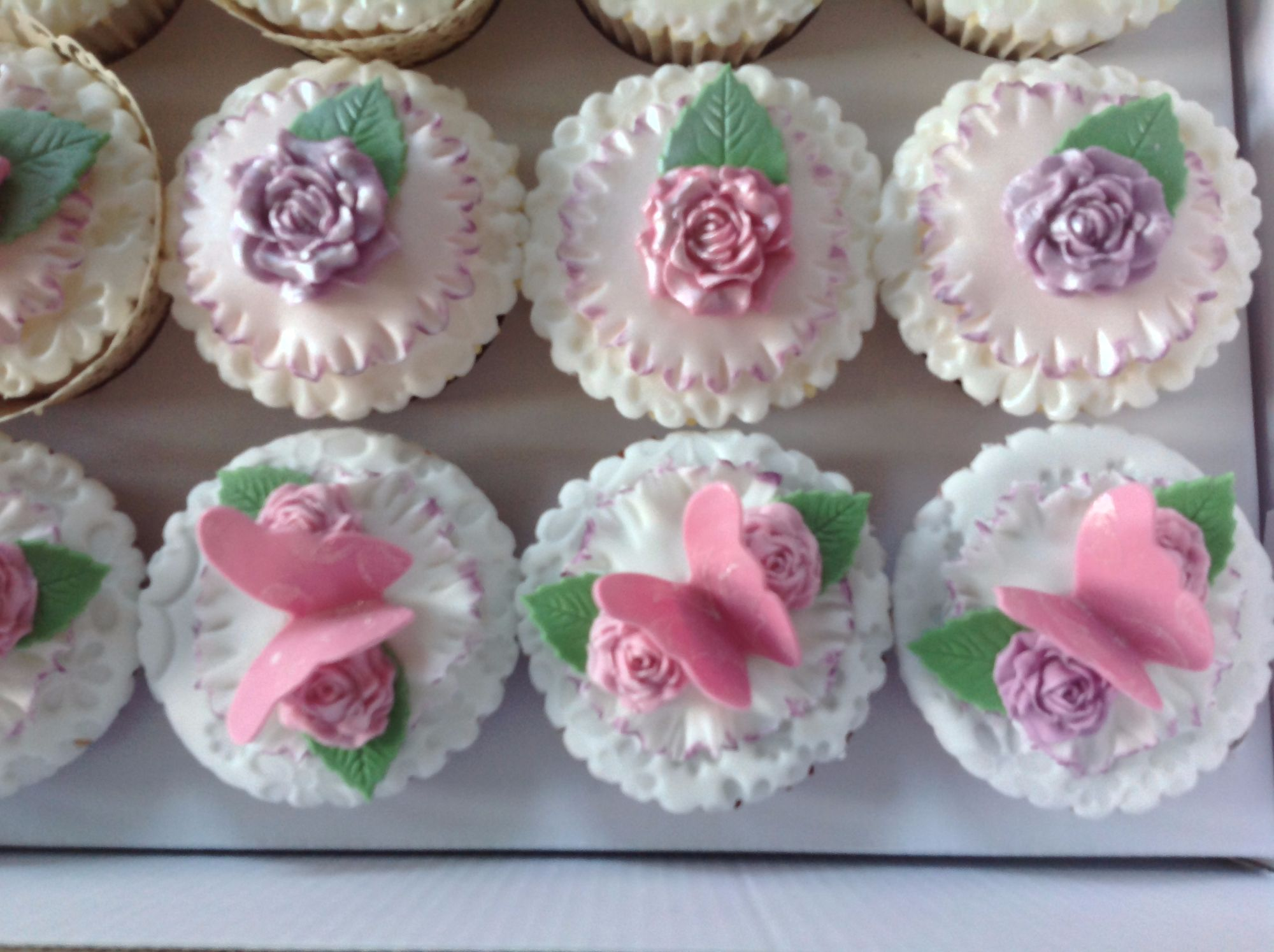 luxury wedding cupcakes 2