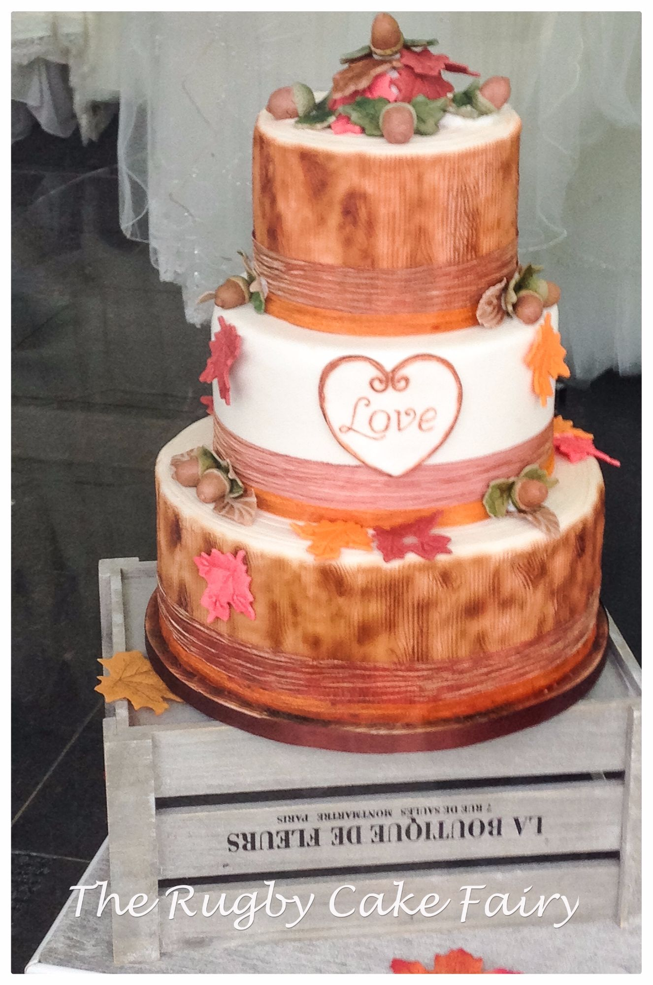 autumn & acorns wedding cake