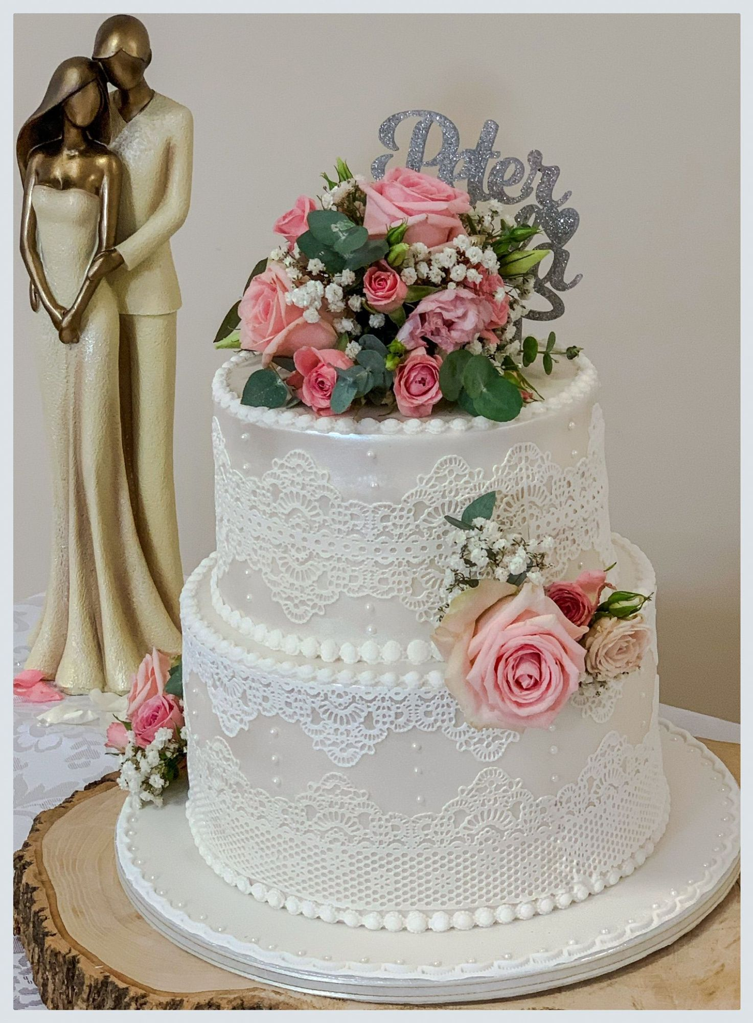 pink rose and lace wedding cake 1