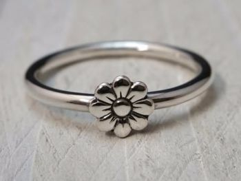 Ring - Sterling Silver - Stacking Ring - Slim Round Ring with Daisy