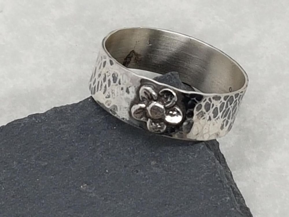 Sterling Silver Ring - Wide Hammered ring with Flower detail