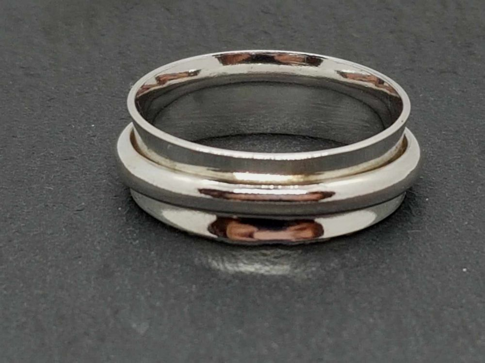 Ring - Sterling Silver - D Shaped Spinner Ring - Size V