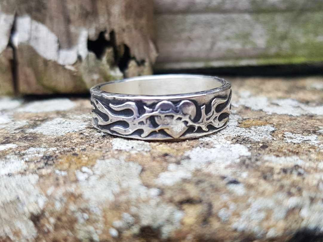 Ring - Sterling Silver - Chunky Barbed Wire Heart - Size V