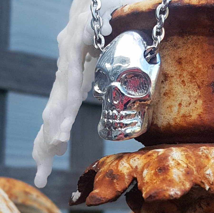 Necklace - Pewter - Chain Through Chunky Skull Pendant