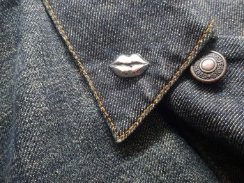 Lapel Pin - Pewter Pin Badge - Luscious Lips