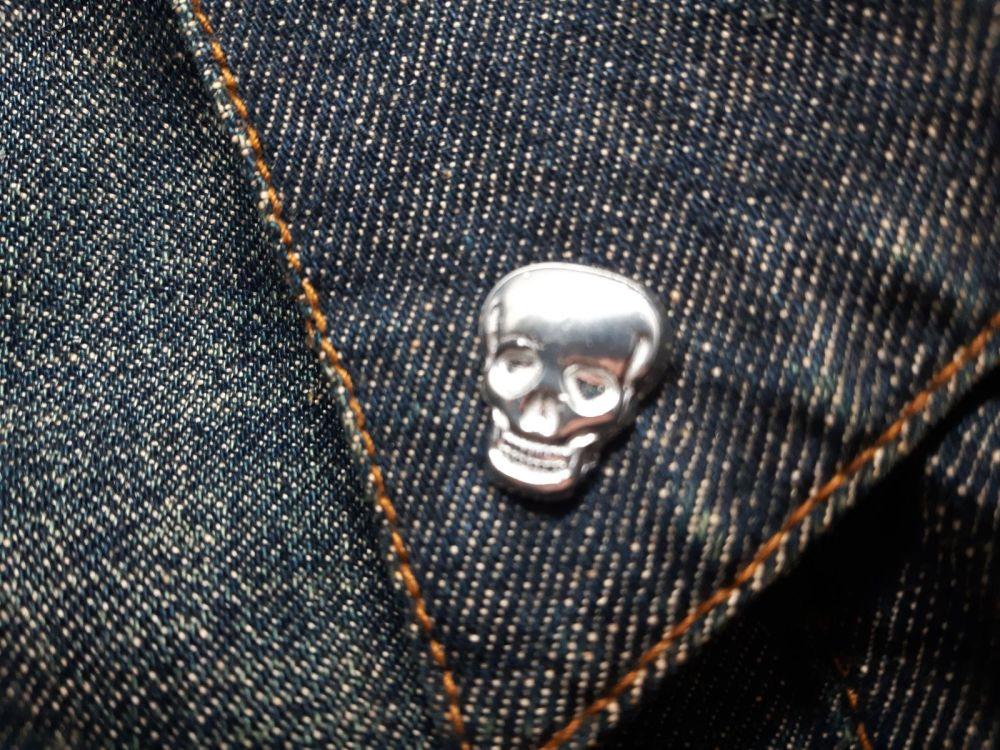 Lapel Pin - Pewter Pin Badge - Small Plain Skull