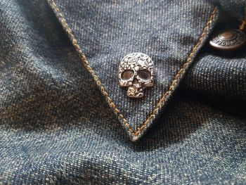 Lapel Pin - Pewter Pin Badge - Decorative Skull