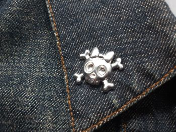 Lapel Pin - Pewter Pin Badge - Cute Skull & Crossbones with Bow