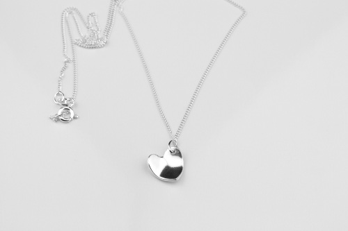 <!-- 095 -->Curved Heart Necklace
