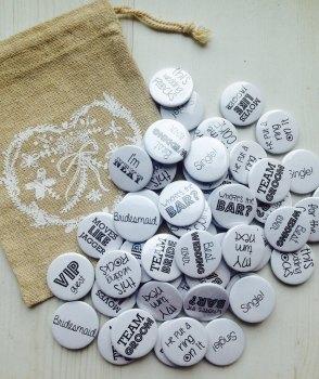 Pack of 100 wedding favour badges black font