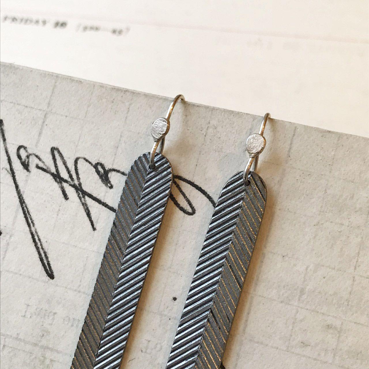 49 Earrings_Linear_Arc4.jpg