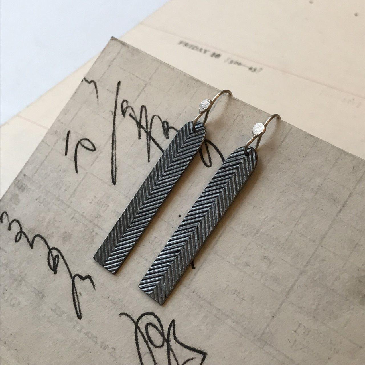 48 Earrings_Linear_Arc3.jpg