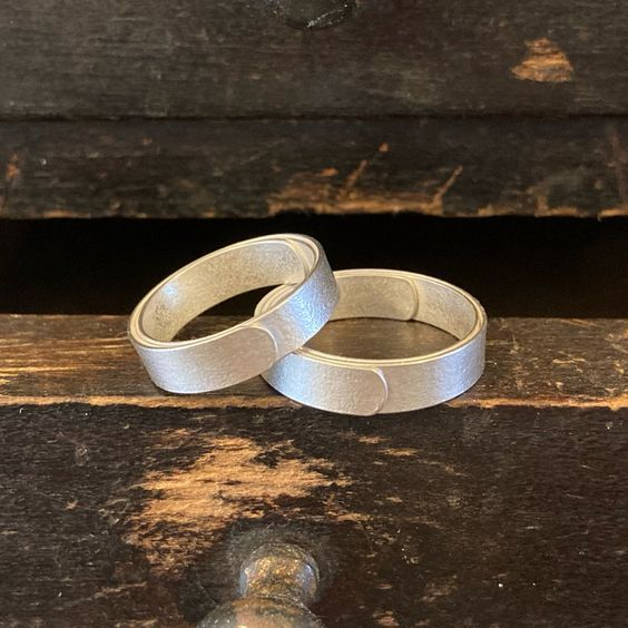 pair of narrow wrap rings