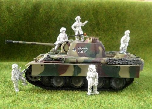 LG01 - Late German Tank Crew and Soldiers
