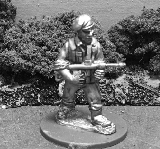 AMF41b: 28mm WWII Australian Commando with Owen Gun 2