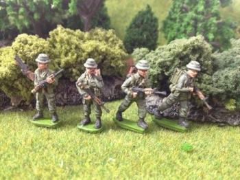 VA04 - Radio Operators + Riflemen with M79