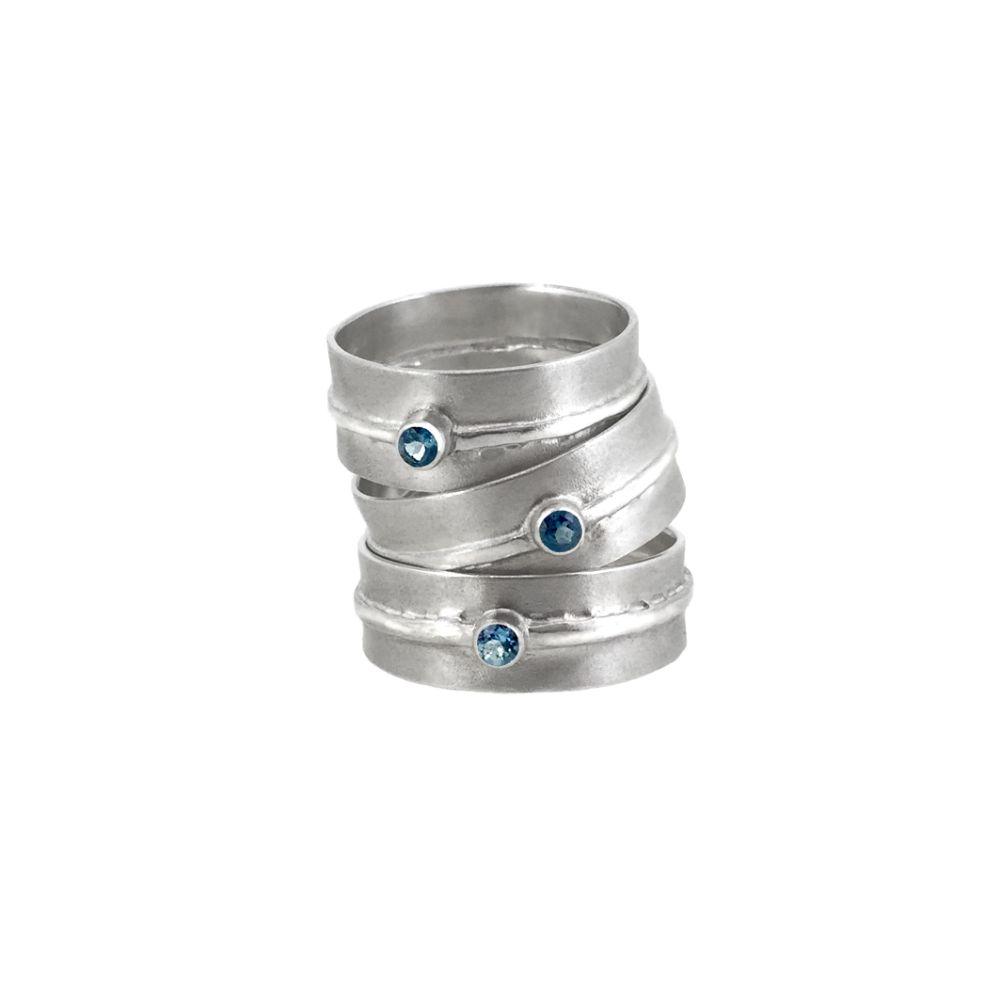 <!-- 008 -->Rings
