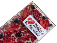 <!--024-->White Chocolate Slab with Strawberries, raspberries and blackcurrants