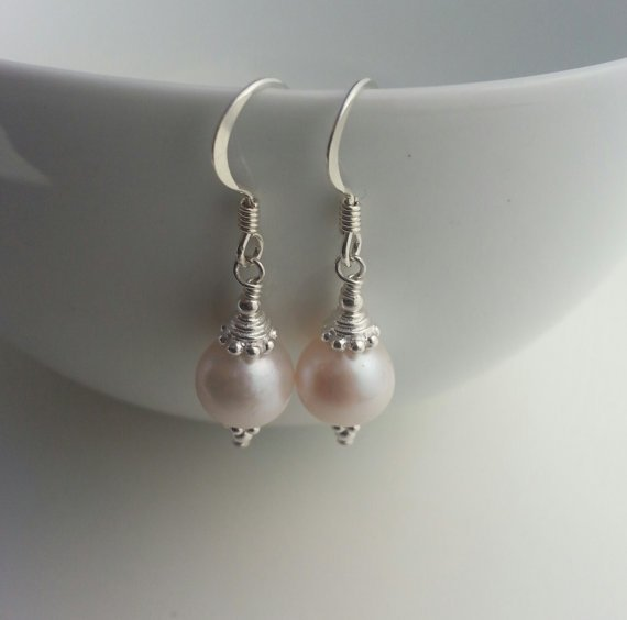 CULTURED FRESHWATER PEARL DROPS