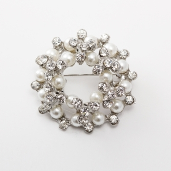CIRCULAR PEARL AND CRYSTAL BROOCH