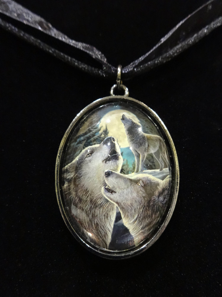 wolf song glass pendant with 18inch black cord.