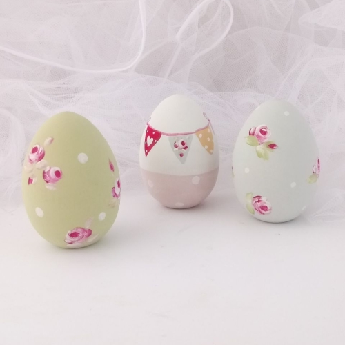 Decorated wooden eggs (with a flat bottom)