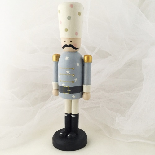 18 cm nutcracker style peg person - blue tunic