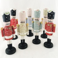 18 cm nutcracker style peg person