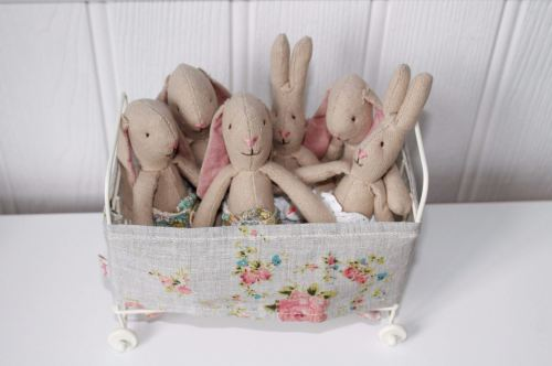 Maileg micro bunnies in cot