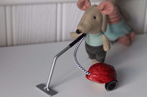 Maileg, mouse vacuum cleaner