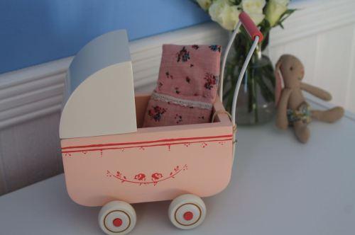 Maileg light pink pram for Micro