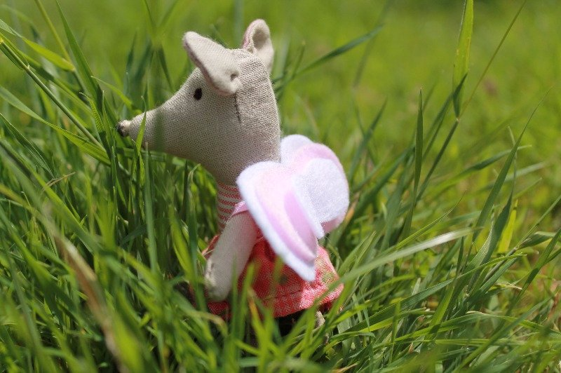 Maileg little sister mouse looking for fairies