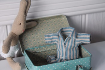 Maileg, Micro Rabbit with Weekend Away Suitcase
