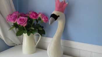 Fiona Walker, Swan Head with Crown (mini)