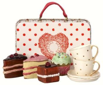 Maileg, Spotty Suitcase, Cakes & tableware for Two *Sept*