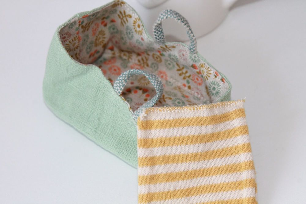 Maileg, Carry Cot, MY - Mint (also suitable for baby mice)
