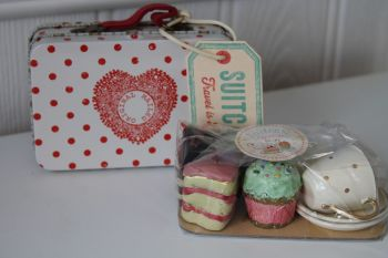 Maileg, Spotty Suitcase, Cakes & tableware for Two