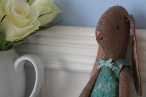 Maileg, Mini Brown Bunny, Flower suit - Petrol
